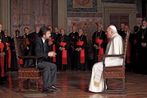 Schauspieler und Regisseur in einem: Nanni Moretti (li.) im Gespräch mit dem Papst, verkörpert vom französischen Altstar Michel Piccoli.
