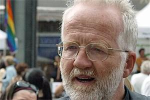 Weihbischof Andreas Laun beglückte die Öffentlichkeit mit abstrusen Aussagen zu NS-Bücherverbrennungen.