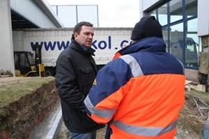 Der Dialog mit oft einsichtigen, manchmal auch uneinsichtigen Bauarbeitern gehört ebenfalls zu seinen Aufgaben.