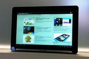 Das Lifetab ist mit Android 3.2, WLAN, 3G und Dual-Core-Prozessor ausgestattet