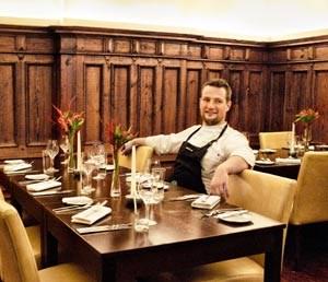 dessen frisch besternter Küchenchef Sebastian Frank eine radikal modernisierte Wiener Küche zaubert, dass man als Österreicher glatt neidig werden könnte.