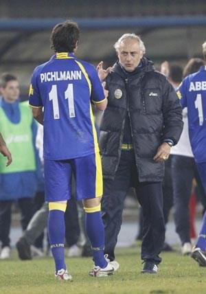 """""""Trainer Andrea Mandorlini genießt hier Kultstatus, weil mit ihm eigentlich alles gewonnen wurde. Er hat Champions League-Erfahrung, war in Rumänien Meister, hat schon in der Serie A gearbeitet, er ist auf Topniveau und stellt uns perfekt auf den Gegner ein."""""""
