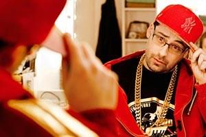 Rapper Otis, verkörpert von Sido, tappt als Newcomer in die Fallen des Musikgeschäfts.