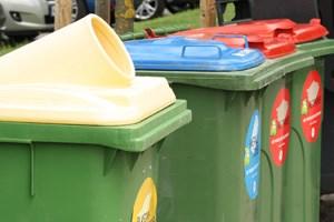 Während mehr Plastik- (gelb) und Papier-Müll (rot) gesammelt wurde, nahm der Anteil an Metall (blau) ab.