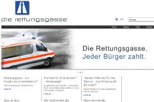 Die Rettungsgasse sorgt auch abseits der Autobahn für Schlagzeilen. Bild: rettungsgasse.at