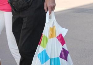 In Österreich werden jedes Jahr 350 Millionen Plastiksackerl verkauft. Der Flachgau will plastiksackerlfreie Zone werden.