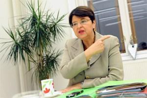 """""""Im strömenden Regen habe sie auf der Mariahilfer Straße gegen die schwarz-blaue Pensionsreform demonstriert, sagt Brauner - dass Wien großzügig mit seinen Beamten ist, sei eine politische Entscheidung."""""""