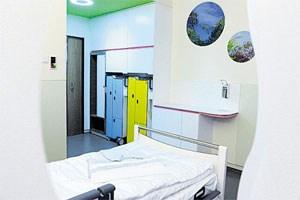 Besucher des neuen Infocenters erhalten einen Eindruck, wie die Ein- und Zweibettzimmer im Krankenhaus Nord aussehen werden.