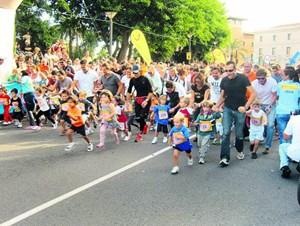 Die Kleinen haben in Mallorca den Vortritt. Erst nach ihrem Lauf dürfen die Eltern zum Marathon antreten. Trainieren sollte man schon jetzt.Heuer findet der Tui-Marathon (auch zehn Kilometer, Halbmarathon und Nordic Walking) am 21. Oktober statt.