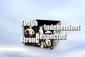 """Echte Männer sind """"hart, unabhängig, angesehen und stark"""". (Quelle: youtube.com)"""