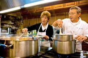 An die 700 gastronomischen Gesellschaften gibt es in San Sebastián und Umgebung. Ihre fast ausschließlich männlichen Mitglieder treffen sich zum gemeinsamen Kochen und Musizieren.