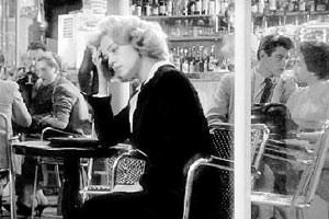 "Pariser Fatalismus: Jeanne Moreau in Louis Malles Film noir ""Fahrstuhl zum Schafott""."