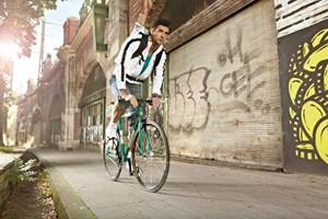 Sprint Singlespeed 28 Zoll: Eine Hommage an die klassischen Puch-Rennräder. In standesgemäßem Puch-Grün und ganz im Stil eines Bahn-Rades präsentiert sich das Sprint ohne Schaltung, der Freilauf ist aktivierbar.