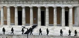 Athen muss weiter auf Europas Milliarden warten.