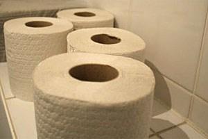 Rund 70 Prozent der Betroffenen machen sich Sorgen, ob sie eine Toilette parat haben, wenn sie außerhalb ihres Zuhauses sind.