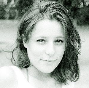 Katharina Luger, geboren 1986 in Wien. studierte Wirtschaftswissenschaften in Wien und Lissabon. Seit 2010 ist sie  Studentin am Institut für Sprachkunst der Universität für angewandte Kunst Wien. 2011 bekam sie das Startstipendium für Literatur des BMUKK.