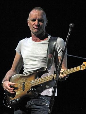 Sting sorgte im Gasometer für gepflegte Popstimmung.