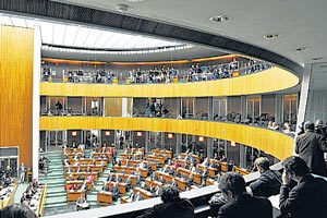 """Architekturtheoretiker Jan Tabor warnt, aus einem Juwel-Plenum einen """"beliebigen Hörsaal""""  zu machen"""