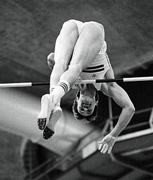 Hermann Fehringer bei seiner Arbeit im verflossenen Jahrtausend: Rund 20-mal katapultierte er sich über 5,70 Meter und drüber, 1990 gewann er Bronze bei der EM.