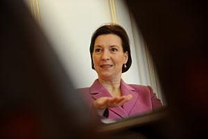 """Hat ein """"window of opportunity"""" genützt, um wenigstens das Bundeskanzleramt Frauen fördern zu lassen: Heinisch-Hosek, die den Erlass auch """"im Namen der Steuerzahlerinnen"""" geschrieben hat."""