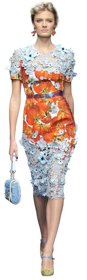 Warum immer nur Blumen? - dachten sich Dolce & Gabbana und kombinierten Blüten-Spitzen mit Tomaten- Drucken.