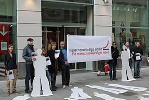 Auf die Petition wurde Donnerstagvormittag vor einem H&M in der Kärtnerstraße aufmerksam gemacht.