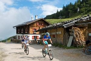 Informationen:www.kitzbuehel-alpen.com www.hotel-elisabeth-tirol.com www.kasperbauer.at