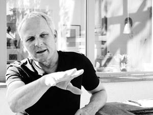 """Der in Wien lebende Filmemacher Othmar Schmiderer drehte in den vergangenen Jahrzehnten unzählige Dokumentar- und Spielfilme. Sein jüngstes Projekt """"Stoff der Heimat"""", ein Dokumentarfilm über die Tracht, läuft ab 13. April im Wiener Stadtkino. othmarschmiderer.at, stadtkinowien.at"""