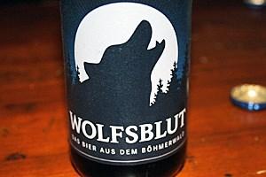 """Neben dem Hausbier """"Wolfsblut"""" gibt es auch einen eigenen Wodka von Mountain Wolf."""