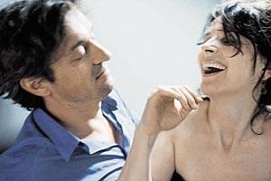 "Fragile Journalistin: Juliette Binoche (mit Louis-Do de Lencquesaing) in ""Das bessere Leben""."