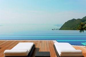 Den Gardasee zu Füßen, den Infinity-Pool zur Hand: Luxus hoch über der Riviera Bresciana.