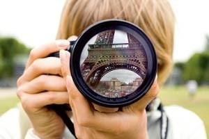 Früher blieb man höflich stehen. Als Touristen noch Filme einlegten und Papierbilder produzierten.