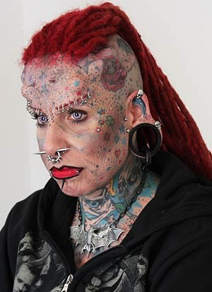 """""""Jede/r kann sich wie eine Tafel bekritzeln lassen. Mir ist es wichtig, dass jedes Tattoo seinen eigenen Platz findet. Bereut habe ich kein einziges"""", erzählt Maria Jose Cristerna."""