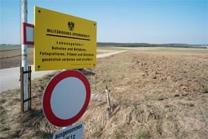 Auf militärischem Sperrgebiet in Allentsteig bauen ...