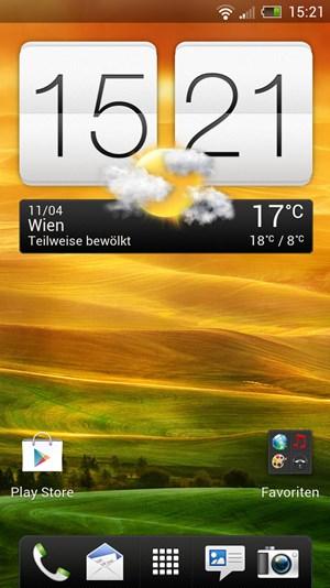 Wie von HTC gewohnt gibt es die Sense-Oberfläche, die aber in der neuen Version etwas dezenter als zuletzt ist. Das zum Erkennungsmerkmal gewordene Uhr/Wetter-Widget darf aber natürlich trotzdem nicht fehlen.