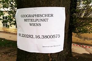 Eine provisorische Plakette markiert den Wiener Mittelpunkt.