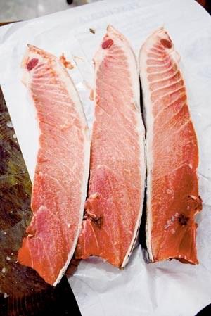 """Der Bauchlappen, """"ventresca"""" genannt, ist der fetteste und begehrteste Teil des Thunfischs."""