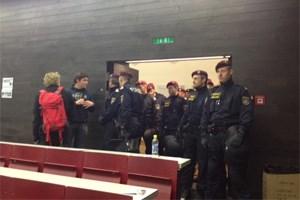 Gegen 22 Uhr wurde das Audimax von der Polizei geräumt.