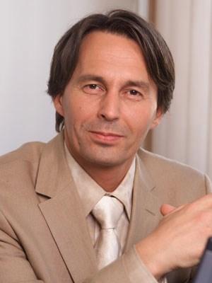 Stefan Wagner ist Psychotherapeut, war Journalist und hat Erfahrungen als Schauspieler. Heute trainiert er Minister.