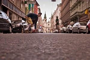 Longboarden auf den Straßen ist in Wien rein gesetzlich nicht erlaubt.