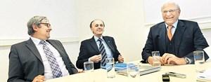 Fanden sich zum Debattieren in einem Seminarraum der Technischen Universität Wien ein: Christoph Kratky, Johannes Fröhlich und Claus Raidl (v. li.).