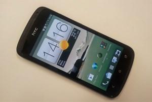 HTC One STechnische Ausstattung: 1 GB RAM und bis zu 16 GB Flash-Speicher, 1,5 GHz Dual-Core Qualcomm Snapdragon S4 Krait-SoC ProzessorDisplay: 4,3 Zoll Super AMOLED-Touchscreen mit Gorilla-Glas, 16 Millionen Farben, 540 x 960 PixelMaße: 130,9 x 65 x 7,8 mm, 119,5 g Anschlüsse/Datenübertragung: WLAN, HDMI, Bluetooth 4.0Akku: 1.650 mAh, Gesprächszeit GSM/UMTS: bis zu 7 Std., Standby-Zeit GSM/UMTS: bis zu etwa 440 Std.Netze: UMTS/HSPA, GSM/GPRS/EDGESIM-Karte: microSIMPreis: 423 Euro
