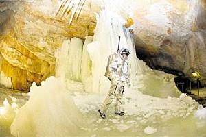 """Raumanzugsimulator """"Aouda.X"""" im Einsatz: Die Dachsteinhöhlen sollen auf den Mars einstimmen."""