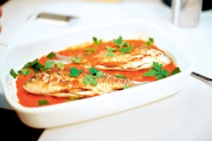 Karauschen mit Tomaten-Concassée.