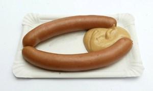 Diese Würstel mit Senf sind wohl zu schlicht für den Nobel-Stand.
