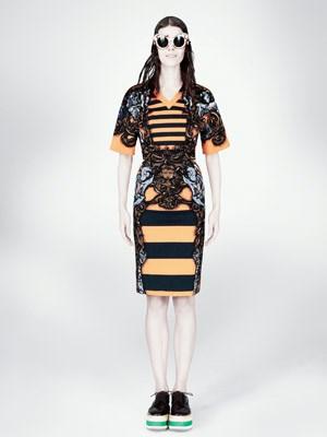 Keine Angst vor Kringel: Eine Vorliebe für barocke Muster eint Miuccia Prada (ein Model aus ihrer Frühjahrskollektion 2011)...