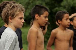 """Ein Kind unter anderen, ein Mädchen, das sich auf ein Rollenspiel einlässt: Zoé Héran (li.) beeindruckt als """"Tomboy"""" in Céline Sciammas aktuellem Spielfilm."""