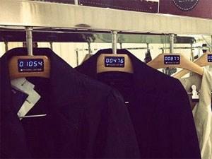"""Display der """"Fashion Likes"""" auf dem Kleiderbügel."""