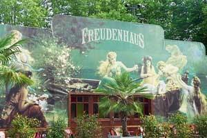 Seelax, Musik und Kabarett im Freudenhaus bis 27. Mai in Bregenz, Platz der Wiener Symphoniker.