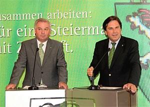 Hermann Schützenhöfer (li.) und Franz Voves verkünden: Drei steirische Bezirke organisieren sich neu.
